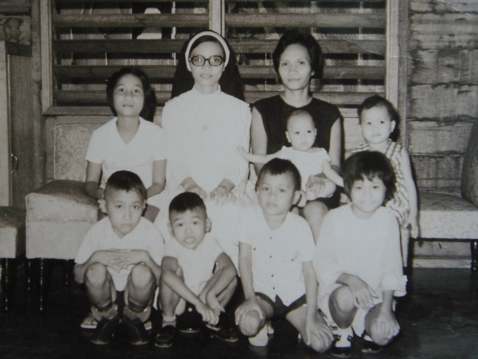 I've got a soft copy of this pic. (Front row) Juntar, cousin Pikot, Rolly, Liza. Seating (L-R) Janet, Sister Aunt, Mana Naida with baby Roel, Nancy